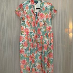 Floral dress with pockets and tie at neck